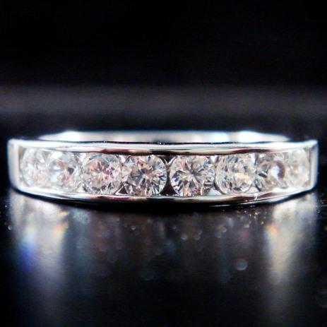 แหวนทอง 14 เค ฝังเพชร เม็ดละ 5 ตัง 8 เม็ด